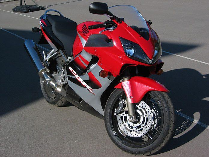 Kiedy możemy skorzystać z naprawy gwarancyjnej motocykla?