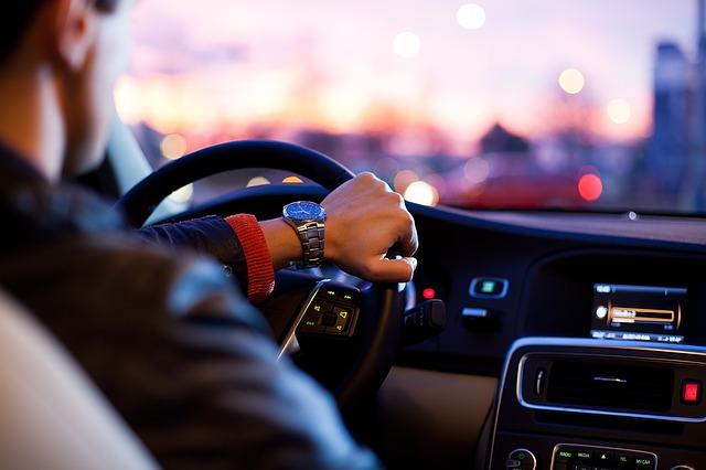 Jak nauczyć się jeździć autem