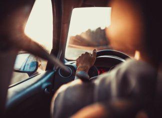 Jak przygotować samochód do długiej drogi?