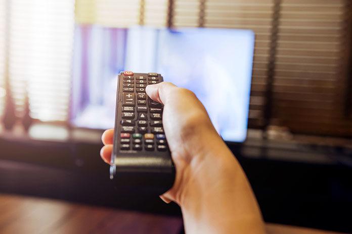 Jak skutecznie zmniejszyć liczbę kabli w domu?