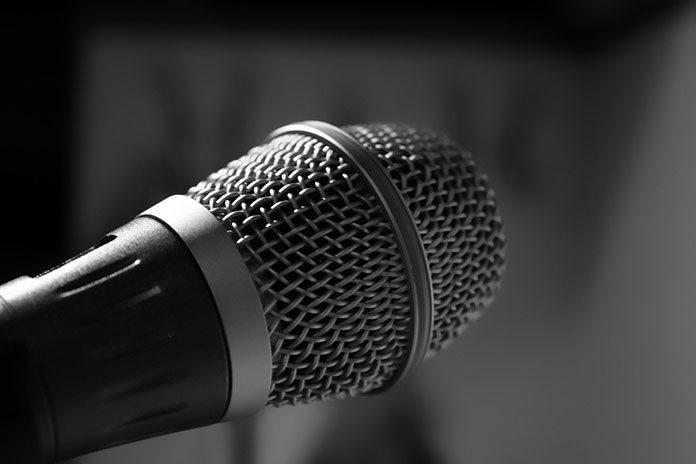 Jak wybrać mikrofon do tworzenia videobloga?