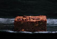 Upiecz idealne ciasto czekoladowe! Podpowiadamy, jak zrobić pyszne brownie