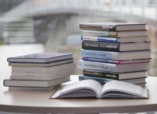 Książki religijne – na jakie okazje warto je kupić?